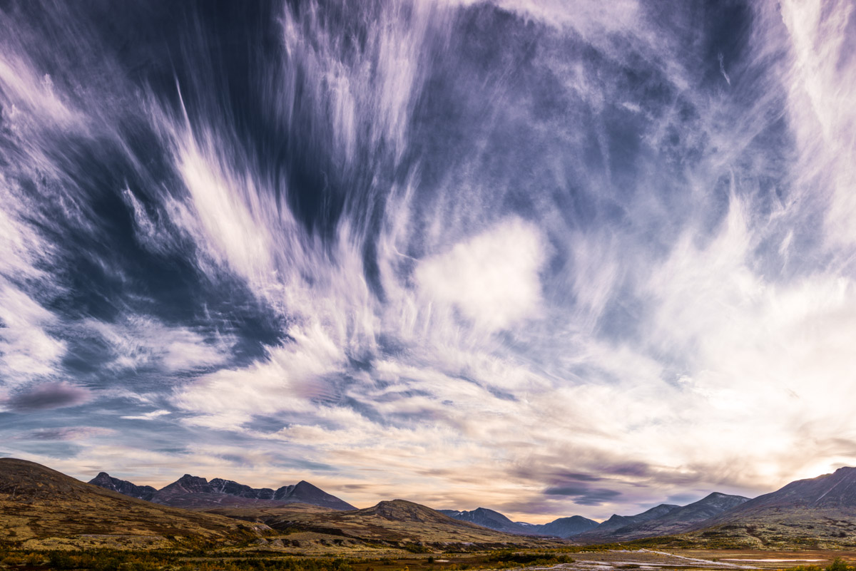 Ville skyer over Døråldalen
