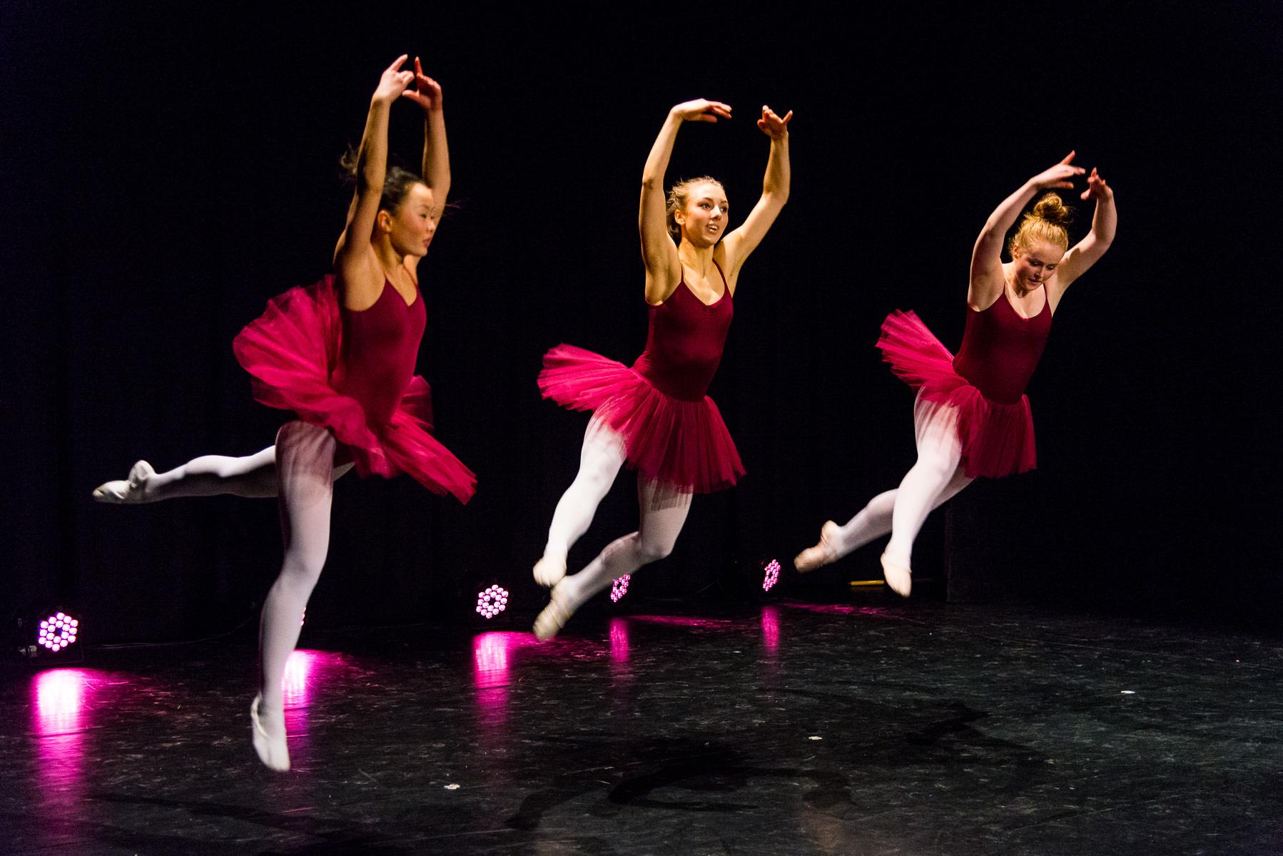 Le corsaire - Koreograf: Marius Petipa, innstudering: Julie Holth - Dansere: 3MDD - Jubileumsforestilling Vinstra VGS danselinje - Foto Tor Ivan Boine